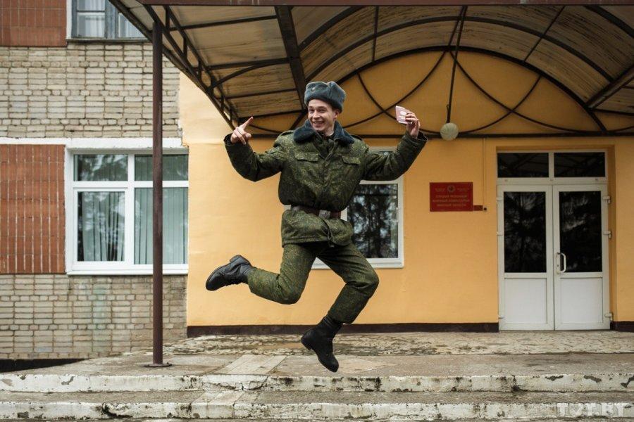 Довольный солдат
