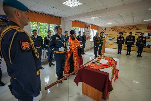 Вручение знамени 16-й отдельной бригаде специального назначения