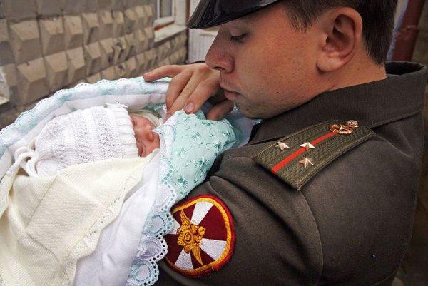 Военнослужащий с ребенком