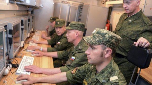 Военнослужащие сдают экзамен