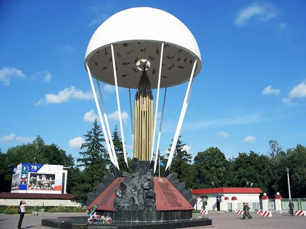 Памятник ВДВ в Пскове