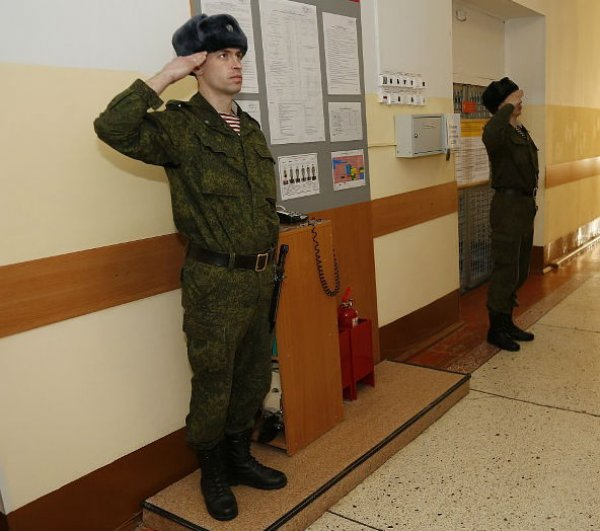 Дневальный в казарме