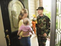 Военнослужащий приехал домой