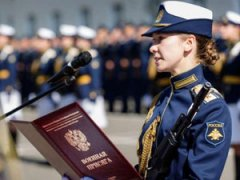 Военнослужащая с присягой