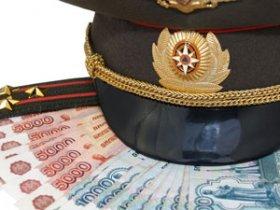 Фуражка военного и деньги